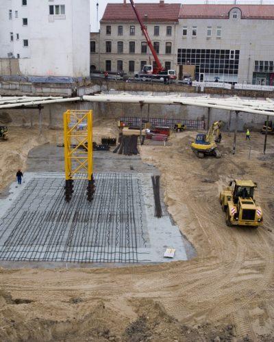 Baugrube mit Kranfundament